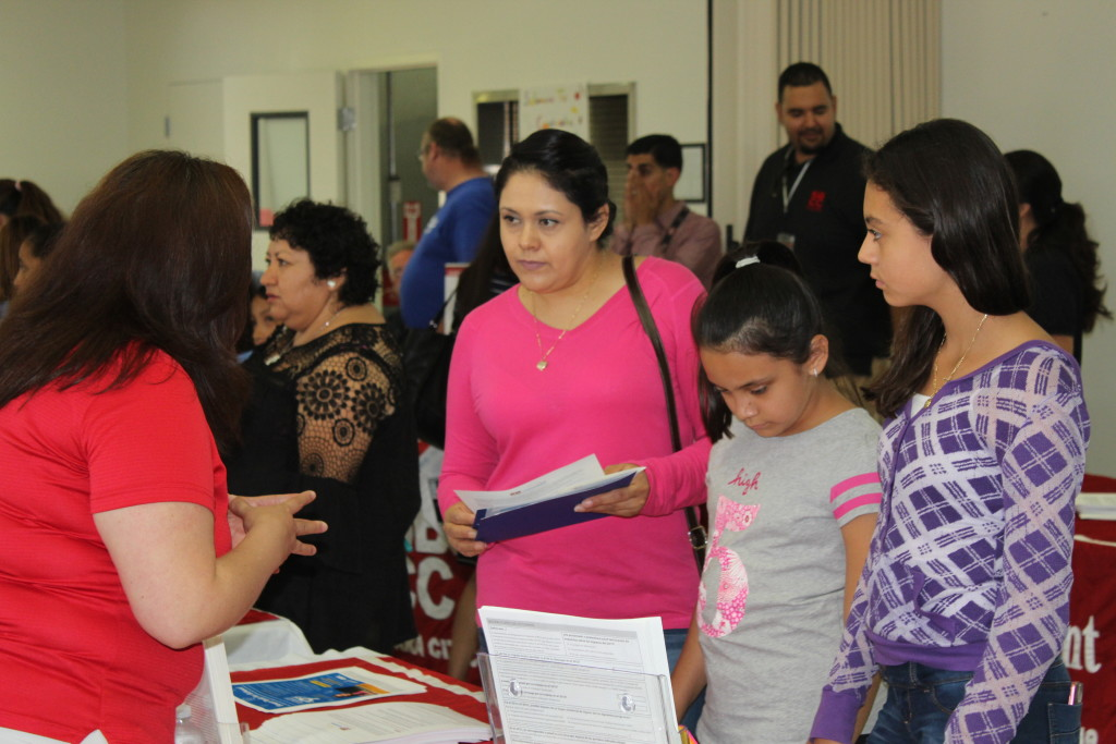'El Proximo Paso' Event Provides College Information to Spanish-speaking Parents and Teens